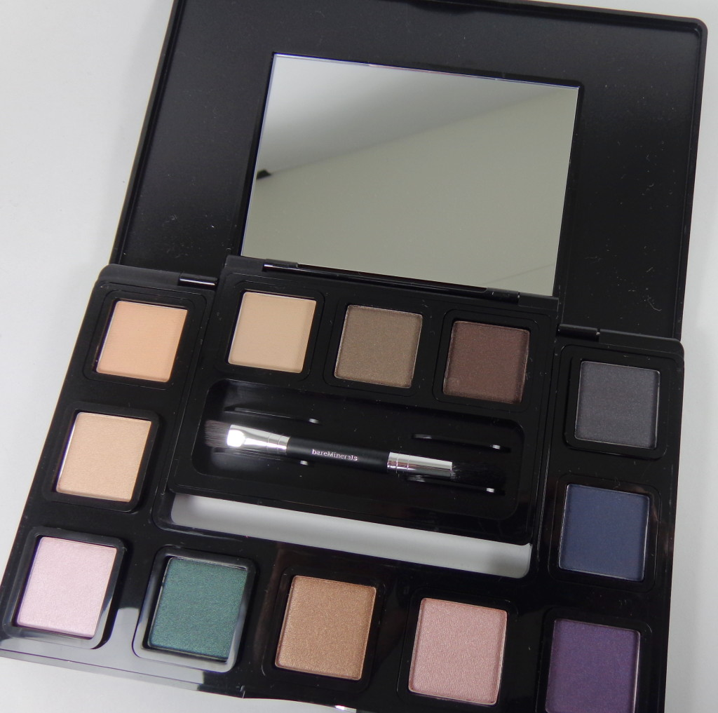 The Mix Master Convertible Eyeshadow Palette from bareMinerals #HolidayGiftGuide