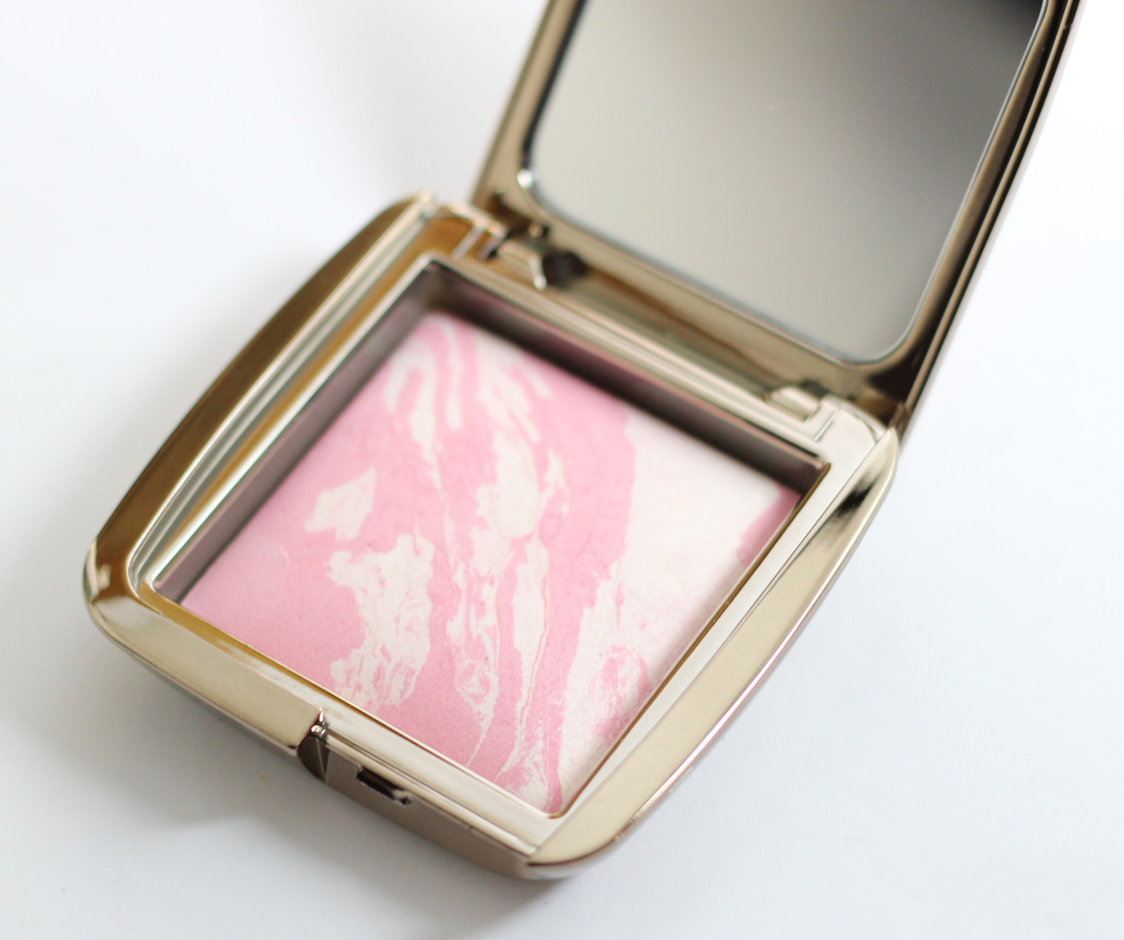 Hourglass Ambient Lighting Blush in Ethereal Glow