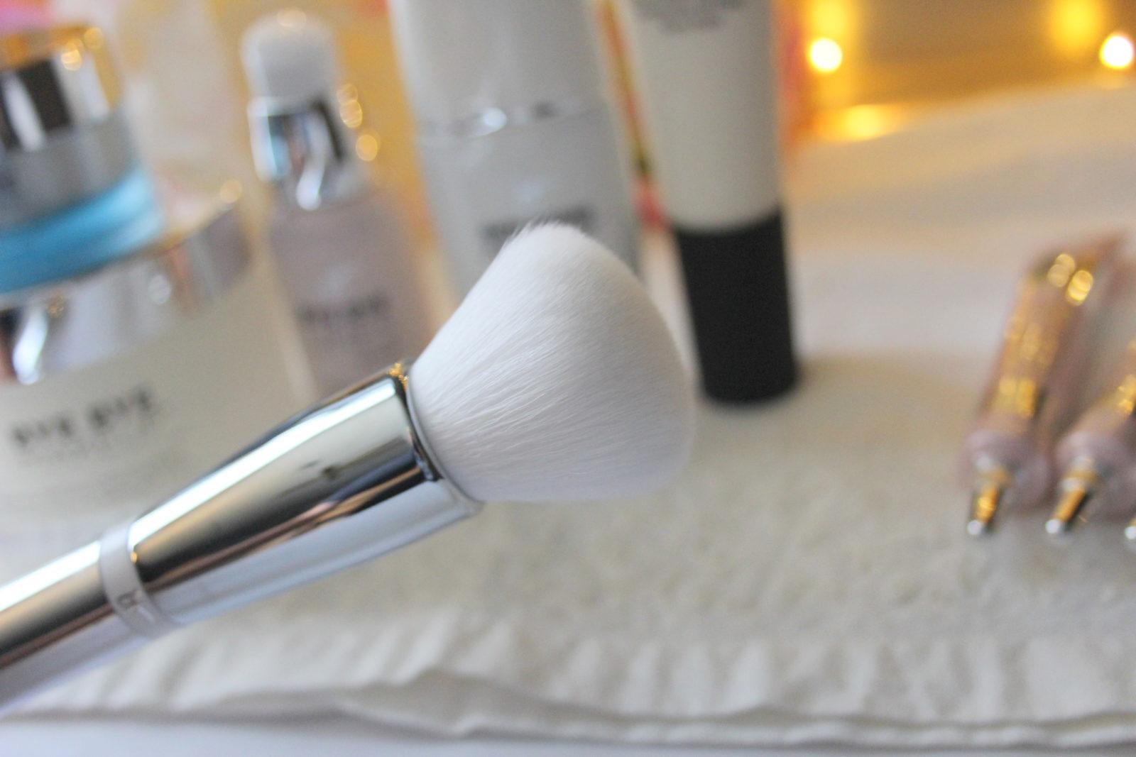 It Cosmetics Brush 702