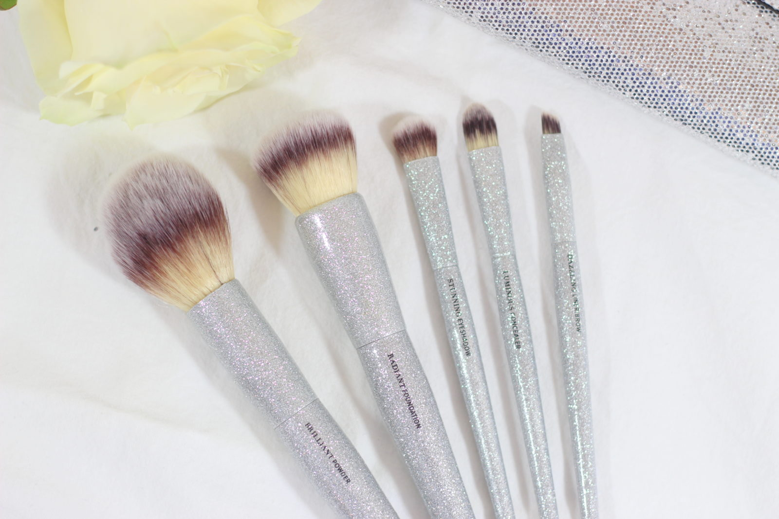 It Cosmetics All That Glitters Brush Set Review