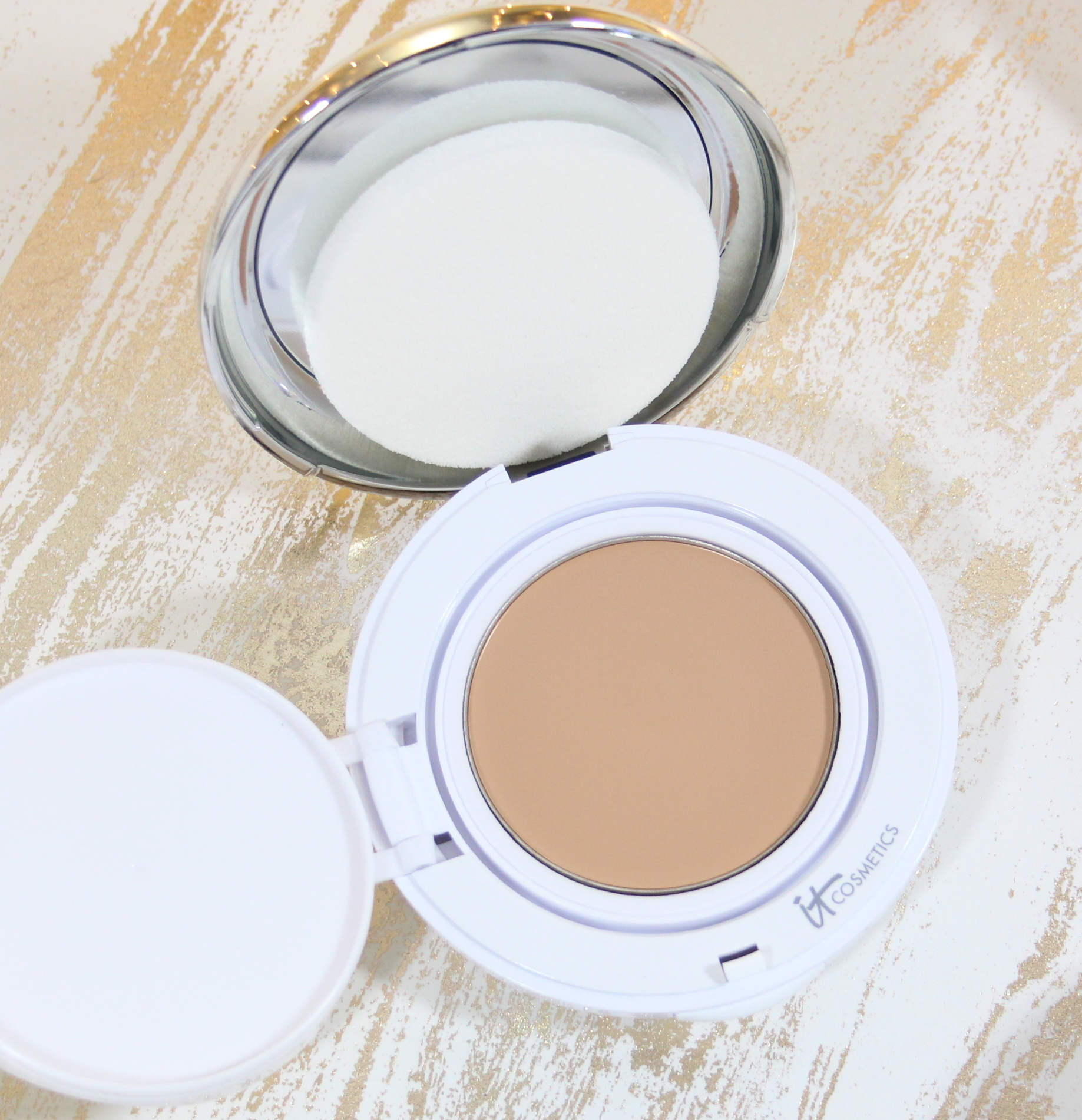 IT Cosmetics Confidence in a Compact Medium