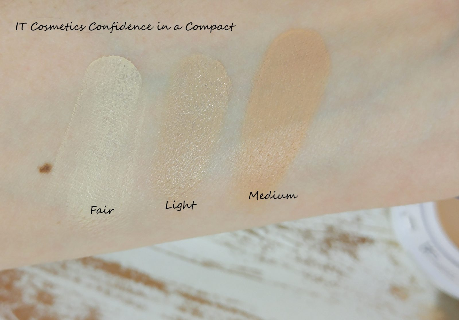 Confidence in a Compact Swatches Fair Light Medium